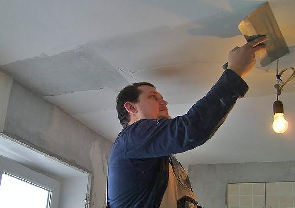 Как правильно отштукатурить потолок