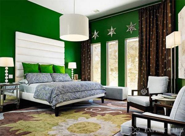 Насыщенный зеленый цвет в комнате