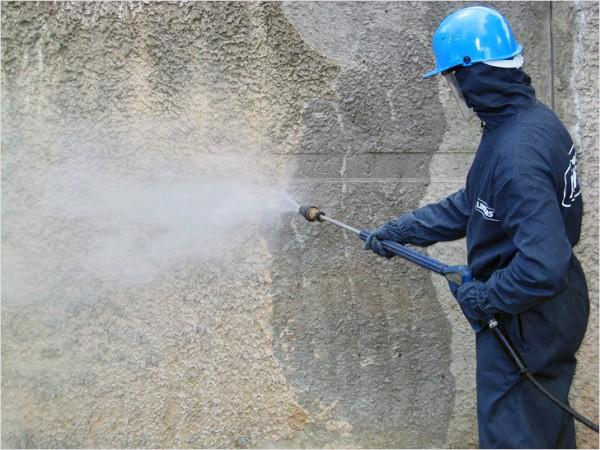 Очистка фасада струей воды под давлением