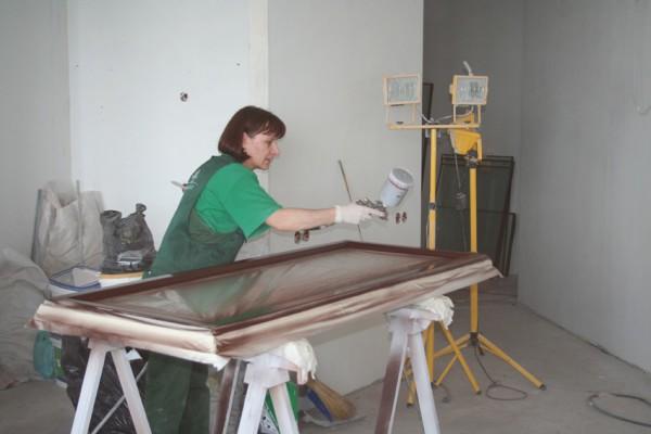 Окрашивание горизонтальных поверхностей при помощи краскопульта