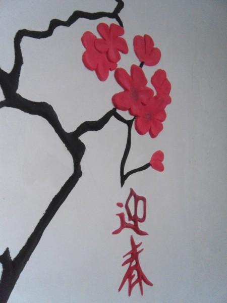 Рисунок, сделанный на стене шпателем