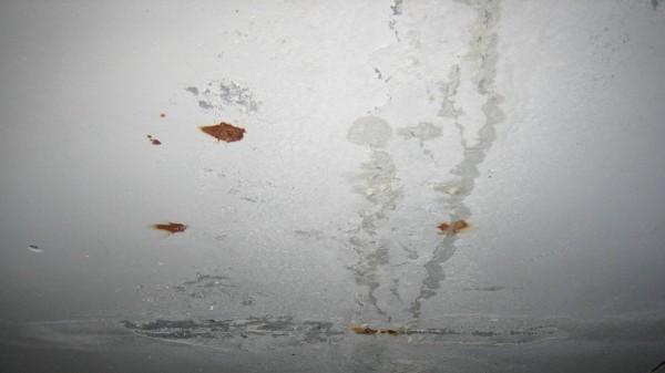 Ржавчина на потолке