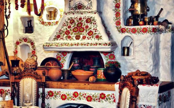 Старинная печь, окрашенная мелом