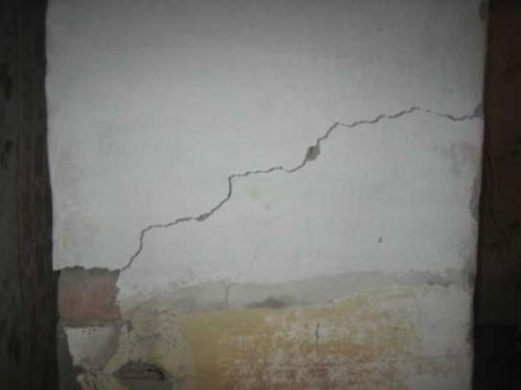 Дефекты стены от неправильно выбранного состава материала для шпаклевки