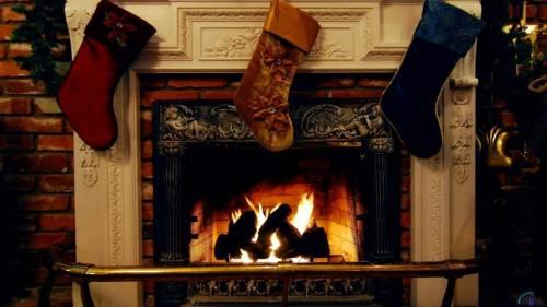 Фотообои с изображением камина, украшенные рождественской тематикой