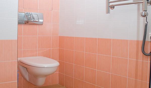 Как отделать стены туалета