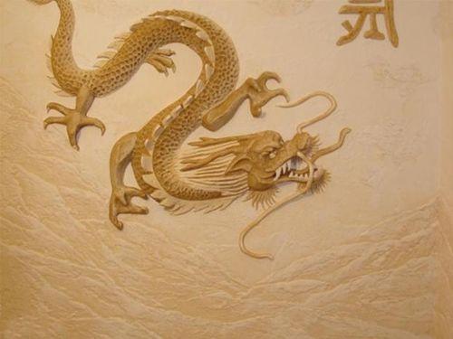 Контррельефное изображения на стене