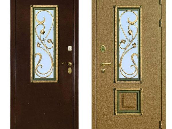 Металлические двери с небольшими декоративными окнами