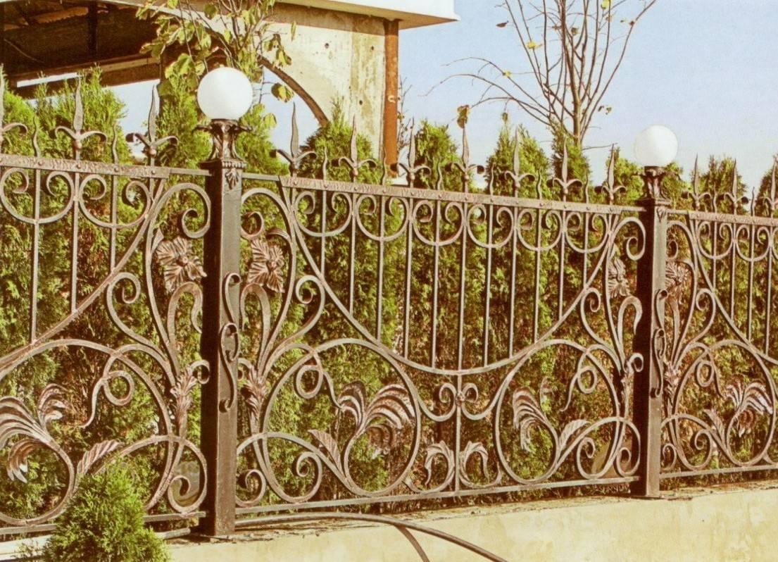 Красивый забор из металла своими руками 13