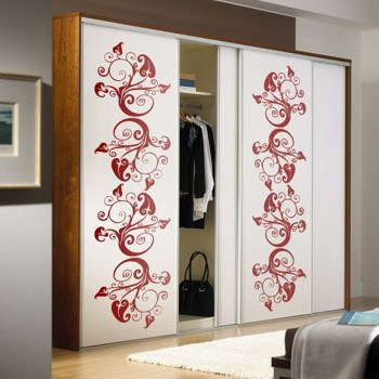 Окрашивание шкафа с нанесением рисунка с помощью трафарета