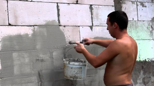 Оштукатуривание стен из керамзитобетонных блоков