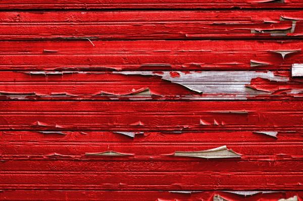 Отслоение краски на деревянном основании