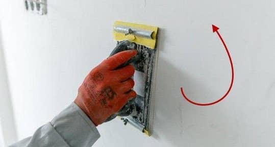 Перемещение инструмента при лшкуривании стен