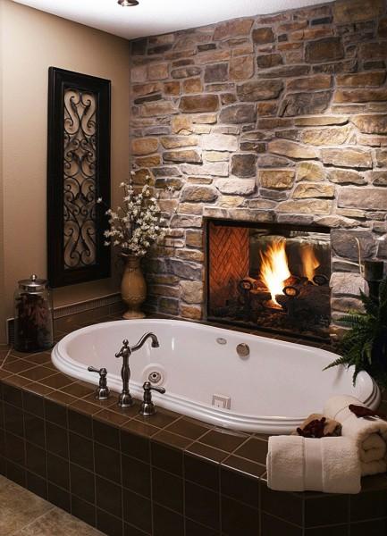 Текстурные фотообои в ванной с изображением камина, имитирующие каменную кладку