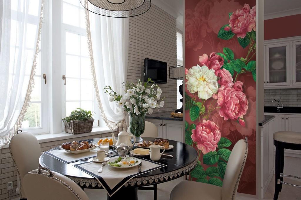 Фотообои на кухне с изображением ярких цветов, для зонирования помещения