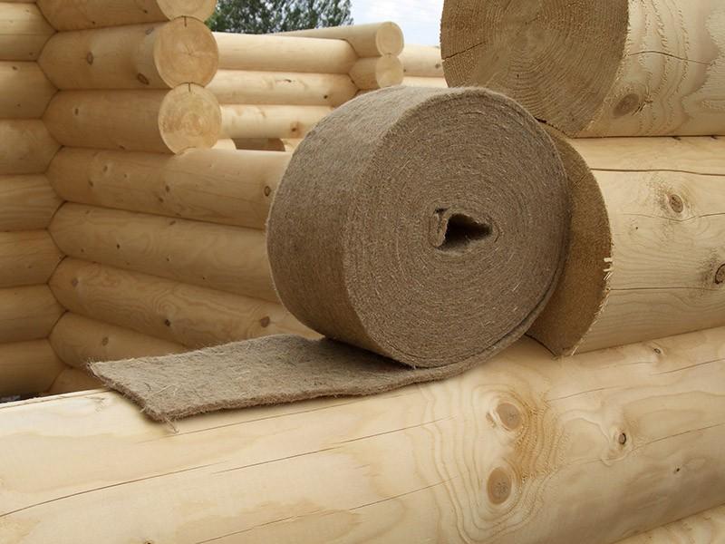 Войлочная утепляющая ткань, предназначенная для заделки щелей на стыке брёвен или досок из которых построен дом
