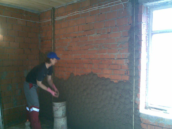 Чтобы охватить весь объем работ более полно, условно будем считать, что под поклейку обоев нам нужно подготовить черновые кирпичные стены.
