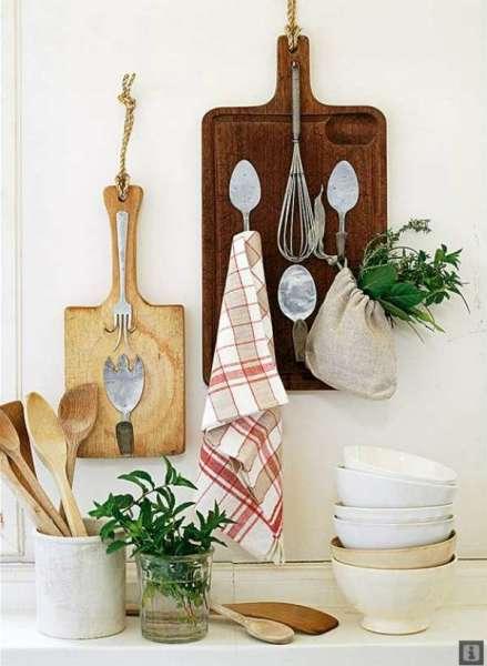 Декорирование кухонной стены в деревенском стиле