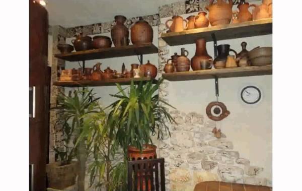 Декорируем стены в кухне в деревенском стиле