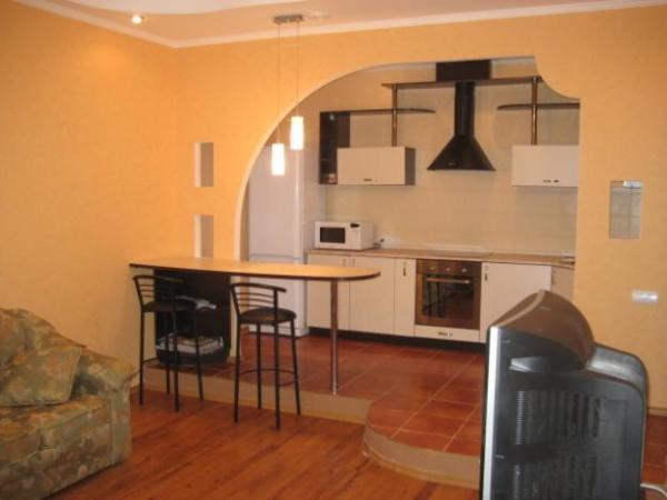 Деление гипсокартонной стеной кухни и гостиной