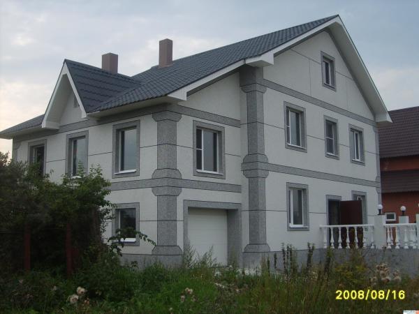 Дизайн фасада, отделанного камешковой штукатуркой