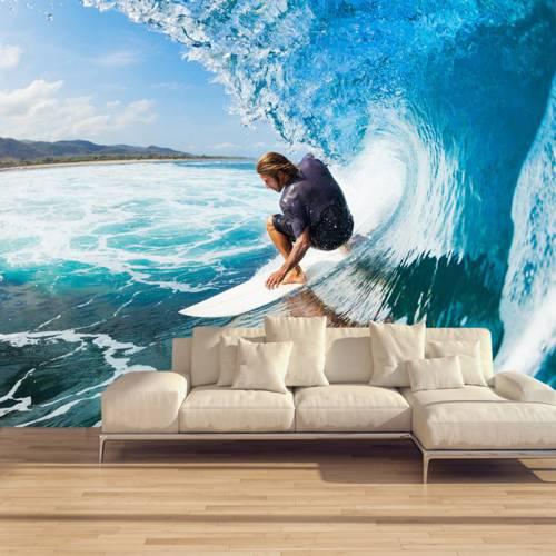 Фотообои с изображением сёрфингиста на волне в интерьере гостиной комнаты