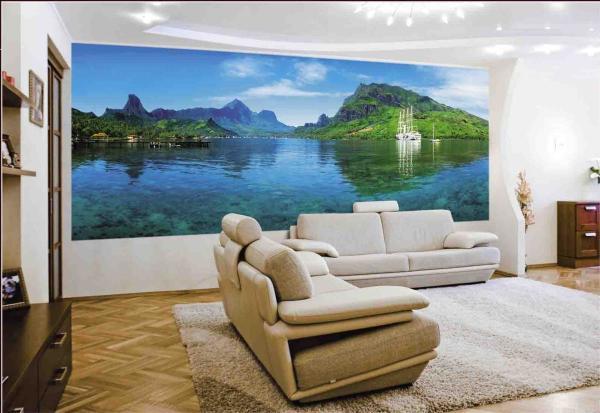 Горы, отражающиеся в воде прозрачного озера, смотрятся очень красиво эстетично и благородно, добавляя красок в интерьер даже обычной комнаты