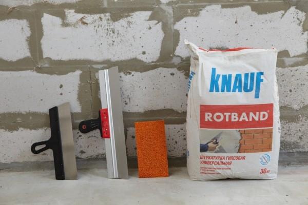 Используя для отделки стен или потолка жилого помещения штукатурку на основе гипса Кnauf, можно не переживать, что в случае затопления или потопа на поверхности стен или потолка останутся следы желтоватого цвета.
