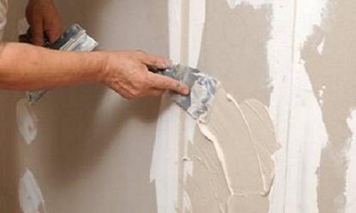 Меньше забот будет в случае, если стены готовятся под покраску – выравнивание черновой поверхности не столь необходимо, хотя и желательно.