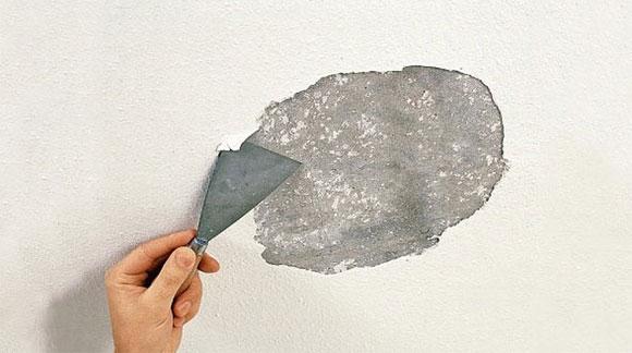 Очистка потолка от старой краски