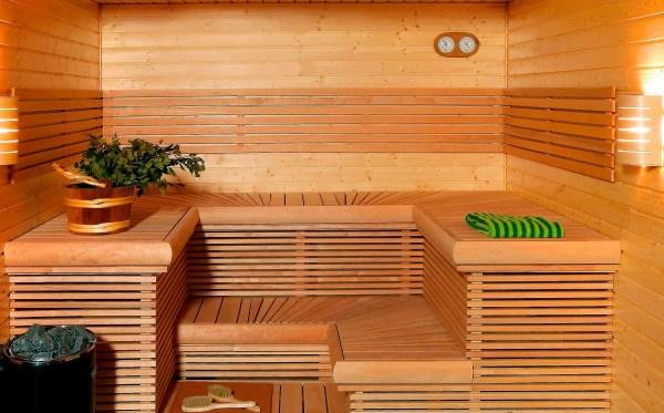 Парилка в бане, полностью зашитая деревянной вагонкой. Лучшего материала для отделки этого помещения просто не найти