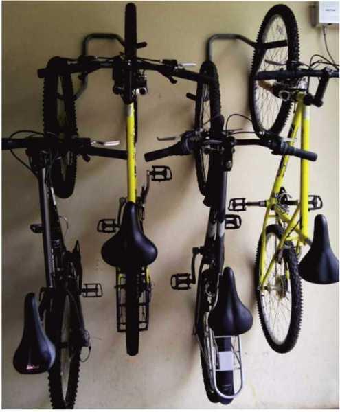 Подвеска велосипедов на специальных крюках