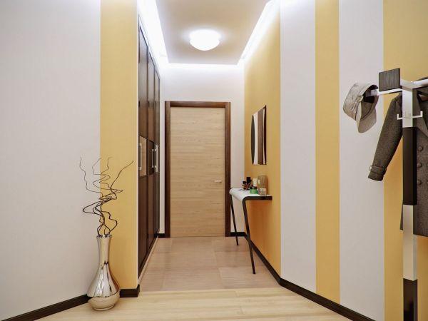 Полотна в вертикальную полоску зрительно увеличивают высоту потолков.