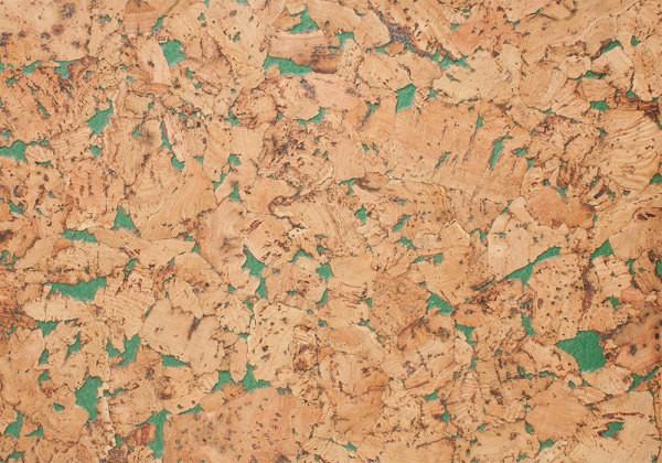 Пробковое покрытие с вкраплениями зелёного цвета. Эффект прозрачности покрытия очень часто используется современными дизайнерами