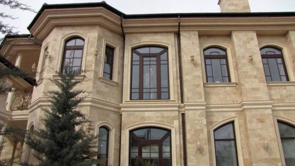 Производство штукатурки фасадов: декор под камень травертин