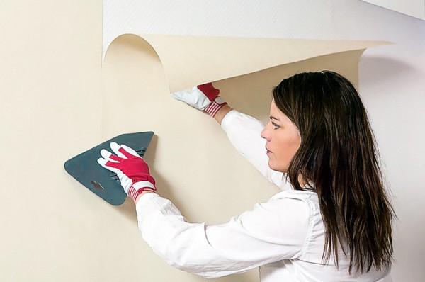 Наклейка обоев на стену своими руками
