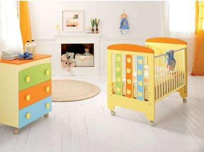 Разные цвета на детской мебели