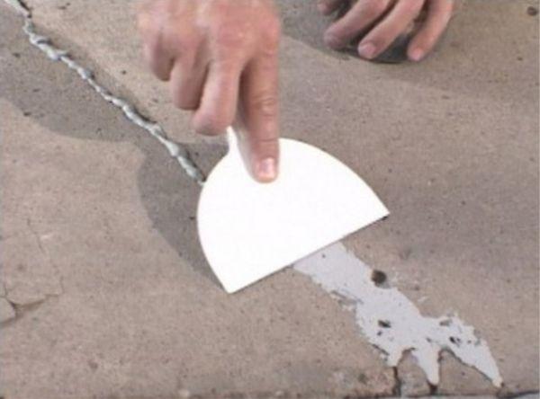 Шпаклюем трещины