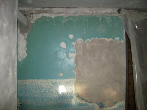 Снятие масляной краски со стен – работа долгая и трудоемкая