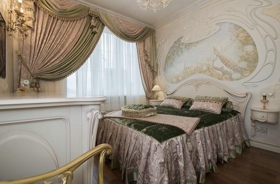 Спальня с фреской на стене в стиле модерн
