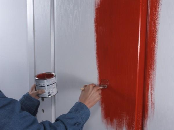 Выполнение покраски двери