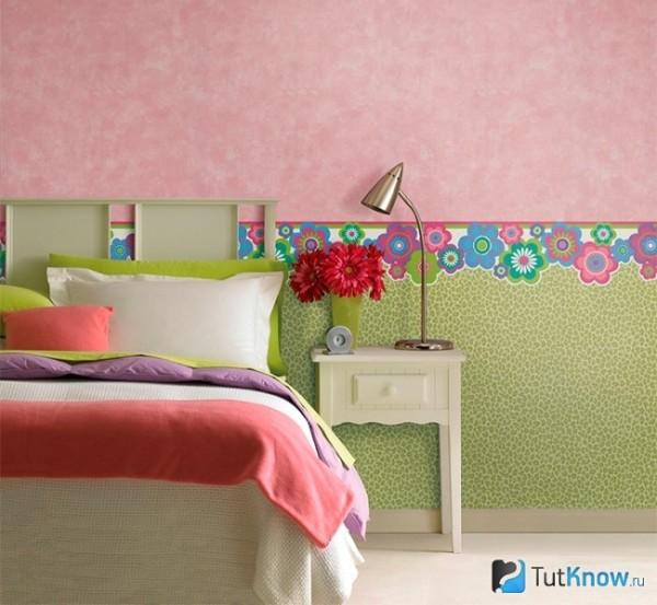 Бордюр на стене в спальной комнате