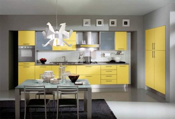 Если цветовая гамма подобрана правильно, дизайн кухни вполне может быть лаконичным
