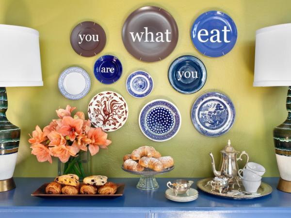 Фото - Керамические тарелки в интерьере. Керамические декоративные тарелки, могут стать интересным украшением любой стены