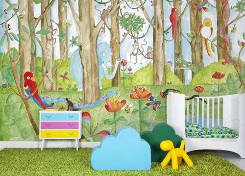 Готовые детские фотообои с текстурой акварели, с изображением зелёного леса и разнообразными разноцветными зверями, птицами, насекомыми и цветами, очень подходят для детской комнаты