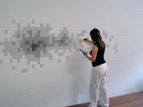 Художник превращает стену в огромный монитор. Пиксели, как нельзя, кстати, подходят к стилистике хай тека