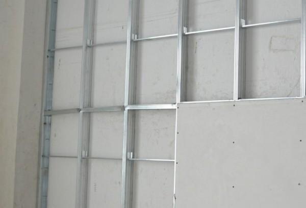 Как гипсокартон прикрепить к стене