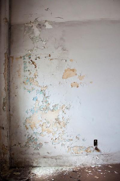 Как снять известку со стены