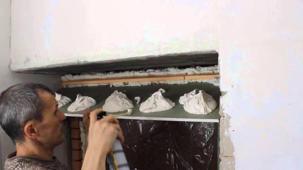 Клеить гипсокартонные листы можно, если вы не собираетесь в будущем применять к этой поверхности отделку тяжёлыми отделочными материалами, как например, керамическая плитка