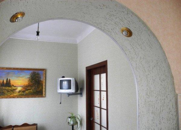 Комбинация обоев при отделке арки
